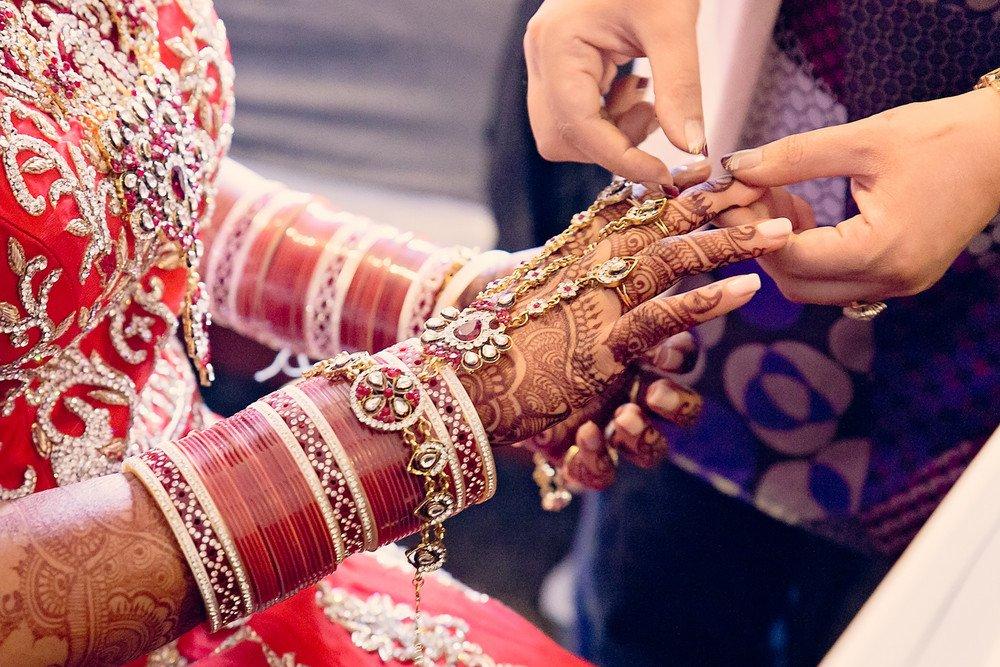 bride getting ready Gursikh Sabha Scarborough toronto wedding photographer