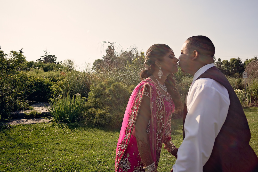 newlywed photos toogood pond Unionville toronto wedding photographer